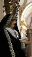 EL PASO INFANTIL DE LA SOLEDAD DEL PUENTE ES BENDECIDO ANTE SU SALIDA PROCESIONAL